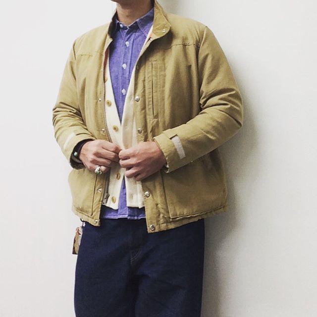 カーディガンとフィールドジャケット