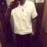 白のレーヨンシャツ