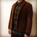 コーデュロイのジャケットとウールチェックシャツ